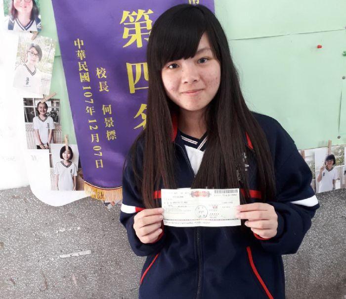 南投高商英語教學成果亮麗 學生胡芝穎英語能力測驗全國冠軍